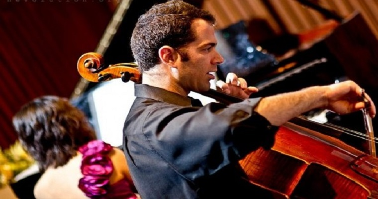 Violoncelista americano Lars Hoefs se apresenta em Recife