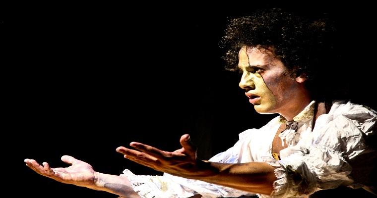 Espetáculo Super Tejido Limbo é apresentado no Teatro Arraial