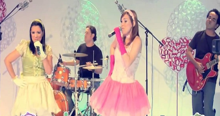 Banda Mini Rock apresenta show no shopping Recife