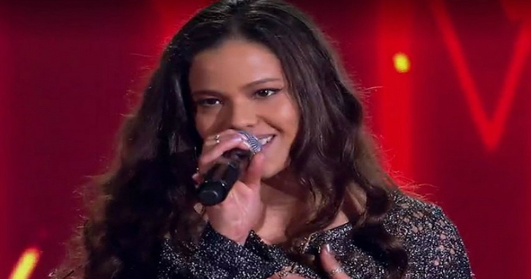 Erica Natuza e Banda Forte 5 cantam Legião Urbana em show acústico
