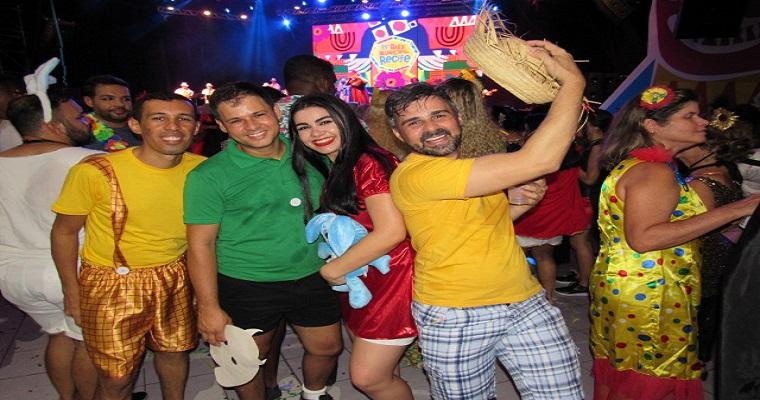 Fantasias criativas, música e tradição no Baile Municipal 2019