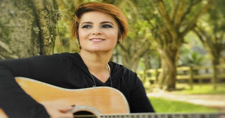 Isabella Taviani apresenta show Voz e Violão no Teatro Boa Vista