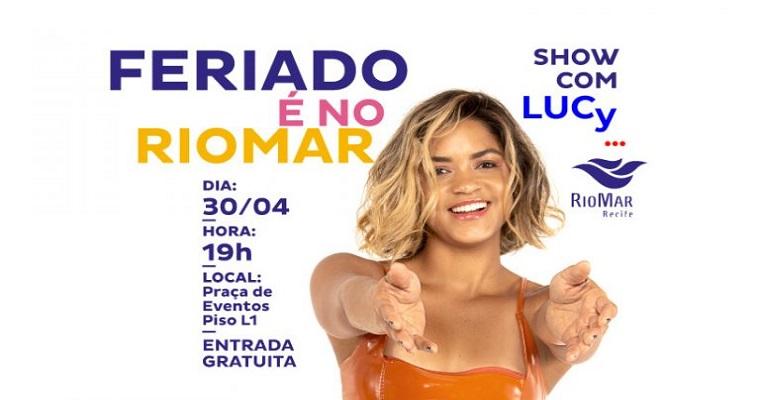 Lucy Alves anima véspera de feriado no RioMar