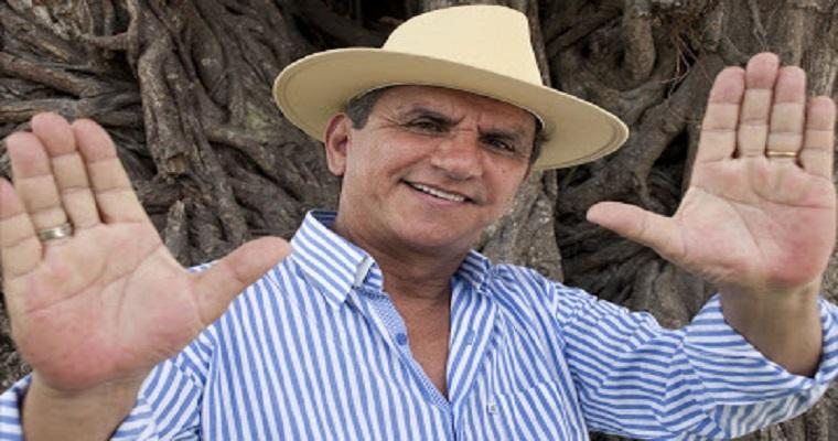 Petrúcio Amorim comanda forró Beneficente no Recife