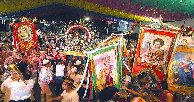 Clube das Pás promove o tradicional Acorda Povo de São João
