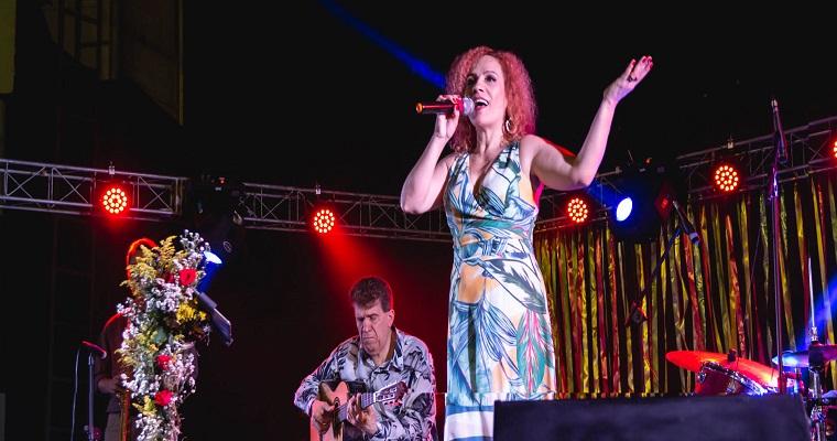 Manhattan realiza Noite Franco-Brasileira com Kelly Rosa