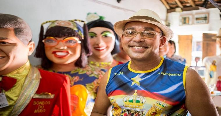 Artista plástico Silvio Botelho realiza oficina de férias para crianças