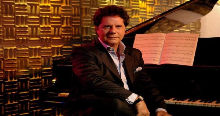 Cantor italiano Luciano Bruno faz dupla apresentação no Manhattan