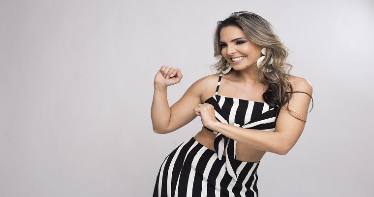 Silvana Salazar faz show gratuito no Patteo Olinda neste domingo