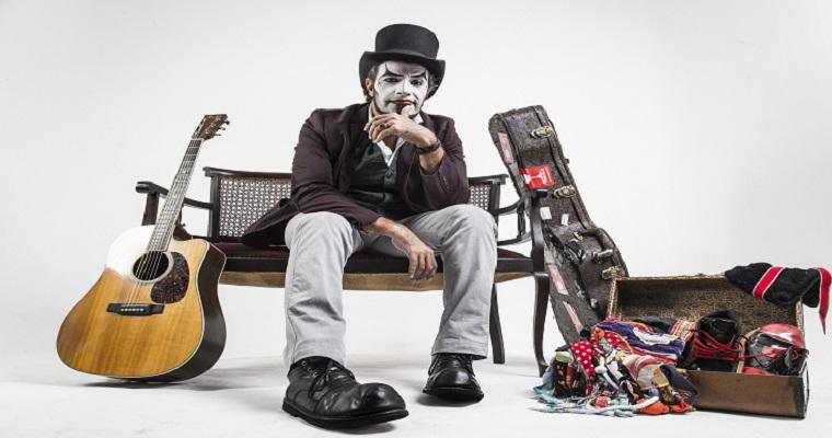 Fernando Anitelli apresenta 'O Teatro Mágico' no Teatro Boa Vista