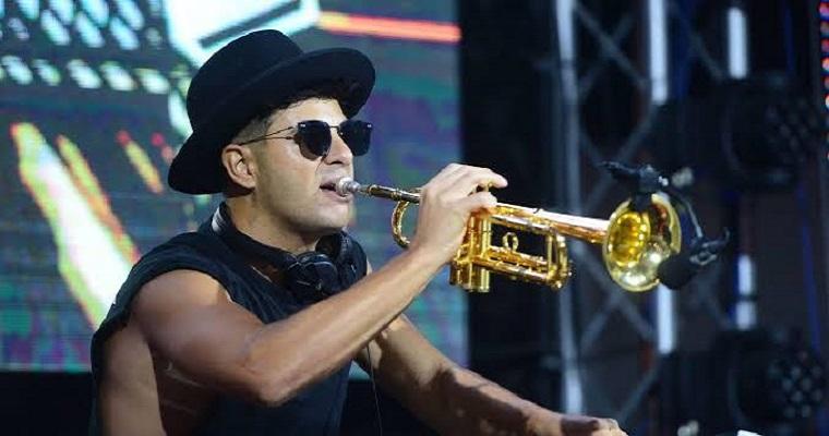 DJ Timmy Trumpet comanda festa eletrônica no Recife