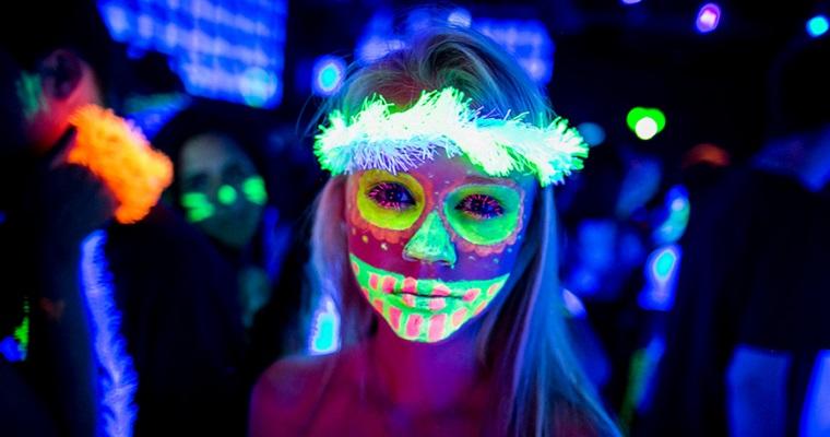Vitrinne Pub  realiza o 'HallowKyn Neon' neste sábado