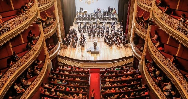 Banda Sinfônica do Recife faz show gratuito no Teatro Santa Isabel