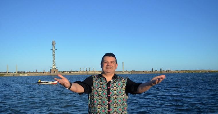 André Rio anima véspera de feriado no Recife Antigo