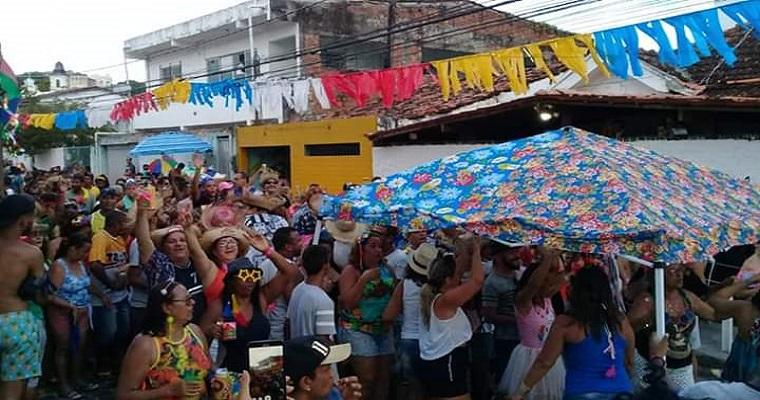Forró Pé de Serra anima o Bloco 'A Tenda Caipira'