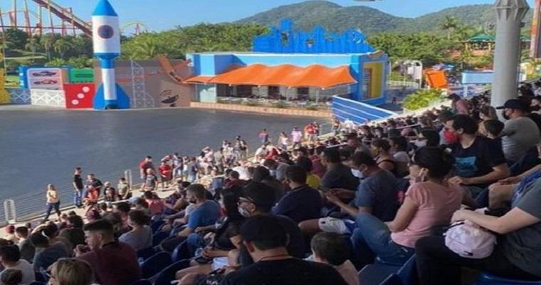 Beto Carrero World reabre e imagens de aglomeração viralizam na web