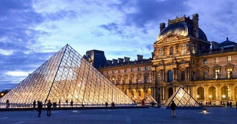 Museu do Louvre reabre em Julho