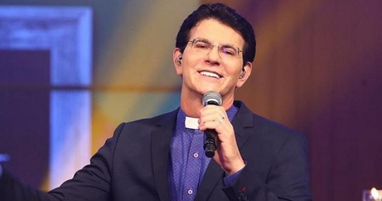 Padre Reginaldo Manzotti realiza live em homenagem ao Dia dos Pais